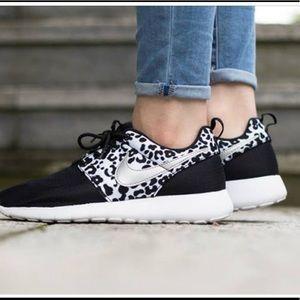 Nike Roshe Black and cheetah 👟